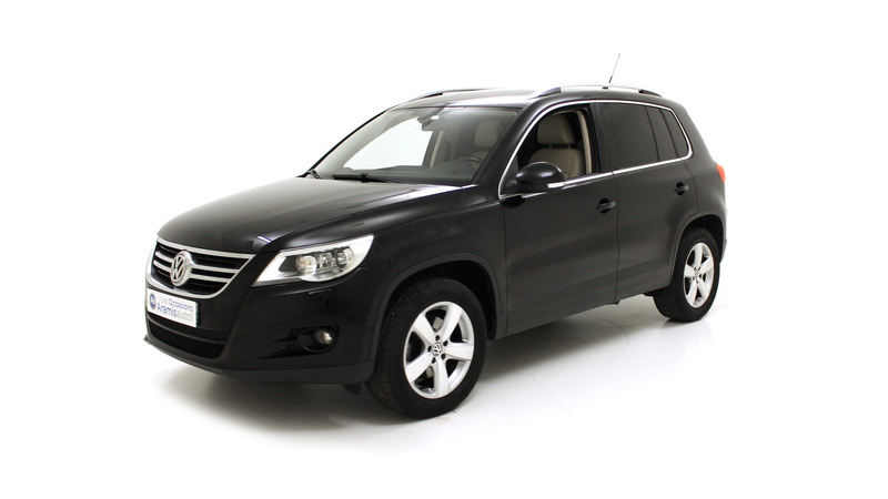 voiture volkswagen tiguan 2 0 tdi 140 4x2 carat occasion diesel 2010 101398 km 18490. Black Bedroom Furniture Sets. Home Design Ideas
