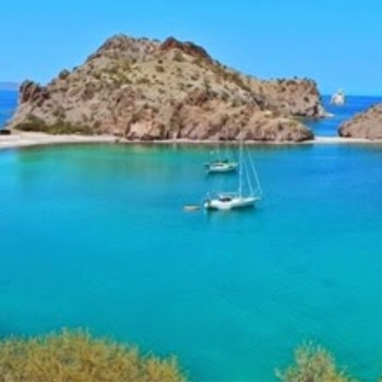 Bahia Ague Verde is stunning! A must see for anyone sailing the Sea of Cortez