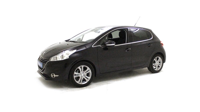 voiture peugeot 208 1 6 e hdi 92 allure toit pano surequip e occasion diesel 2015 8970 km. Black Bedroom Furniture Sets. Home Design Ideas