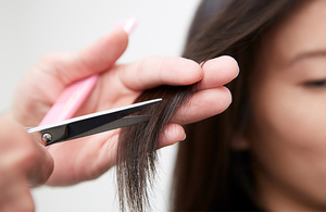Social brunette woman getting salon haircut 1 jpg 600x390