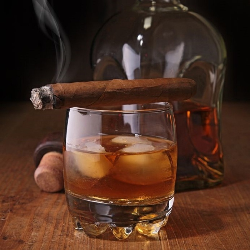 App cigar and glass