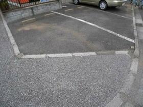 榎本テラスハウスの駐車場