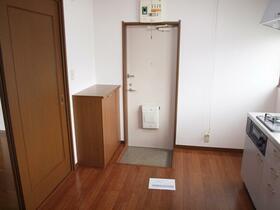 正司ハウス A202号室の玄関