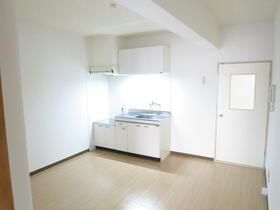 ローズハイツ 102号室のキッチン