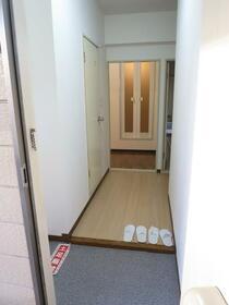 ローズハイツ 102号室の玄関