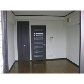 ライオンズステーションプラザ箱崎 1105号室のリビング