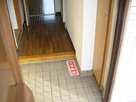 榎本マンション 201号室の玄関