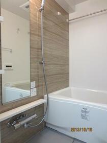 プレミアムコート都立大学 804号室の風呂