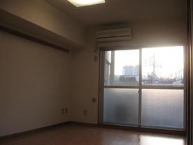 パラスト目黒三丁目 408号室のリビング