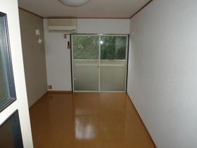 K&M美山台 102号室のリビング
