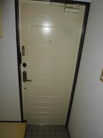 K&M美山台 102号室の玄関