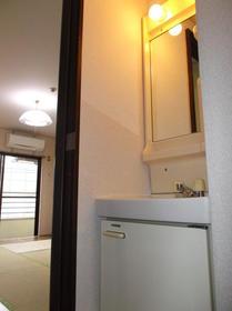 関ビル 301号室の洗面所
