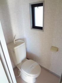 サンガーデン南町田C棟 102号室のトイレ