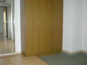 ロイヤルガーデン 401号室の玄関