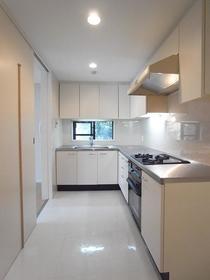 エトワール下馬 0206号室のキッチン