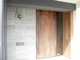 不動前アパートメント 2C号室の玄関
