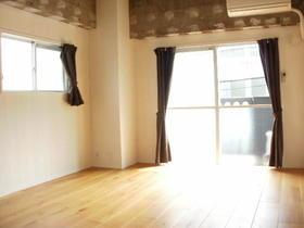 不動前アパートメント 2C号室のリビング