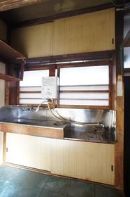 染谷荘 202号室のキッチン