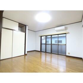 ハイツ多慶 203号室のリビング