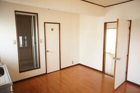 エステート21 B101号室の玄関