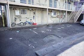 エステート21 B101号室の駐車場