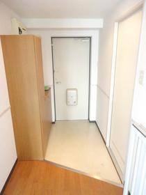 ヴィラコンプレール 208号室の玄関