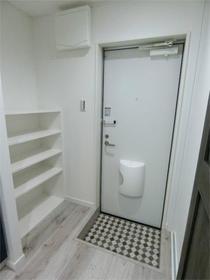 ハーミットクラブハウス目黒 04号室の玄関