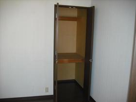 グランハイム川端-A 201号室の収納