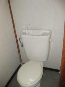 下小鳥戸建のトイレ
