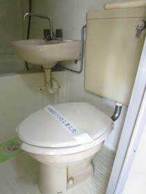 ジュネパレス春日部第14 0203号室のトイレ