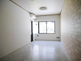 アスパイアーティクス 106号室のリビング