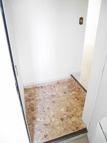 アスパイアーティクス 106号室の玄関