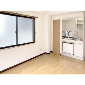 新都心プラザA 205号室のリビング
