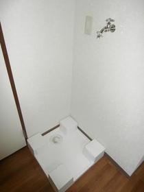 コートウイングW 102号室の洗面所