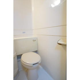 ルーニィ平町 0210号室のトイレ