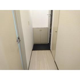 ティアラ南 201号室の玄関