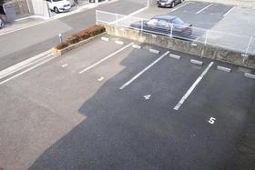 メゾン・ド・シノ 502号室の駐車場