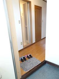 ブリーズ イノウエ 302号室の玄関