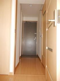 ヒルズ・ヴィラ 102号室の玄関