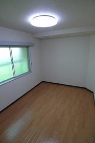 浦和グリーンマンション 303号室のリビング