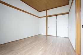 コーポラス富岡 203号室のリビング