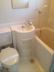 グランドール目黒 201号室のトイレ