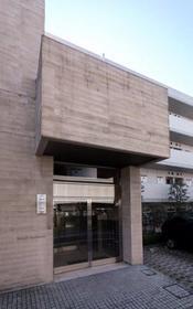 プライムアーバン学芸大学パークフロント 104号室の玄関
