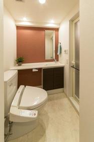 プライムアーバン学芸大学パークフロント 104号室のトイレ