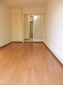 ハイタウン駒沢公園No.2 210号室のリビング