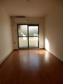 ハイタウン駒沢公園No.2 210号室の居室