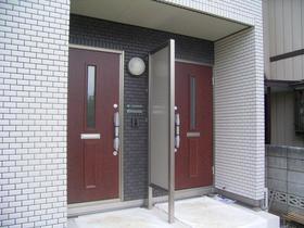 ファミール 光 101号室の玄関