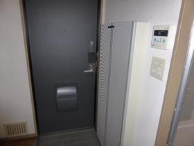 ファミール K 103号室の玄関