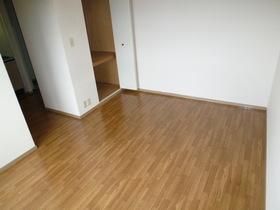 ファミール K 103号室の居室