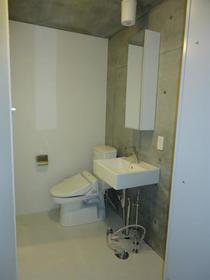 クーヴェラ三宿 201号室のトイレ